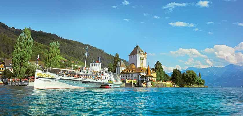 Oberhofen castle on Lake Thun.jpg